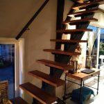 Uitsparing verdiepingsvloer en plaatsing stalen trap met beuken tredes
